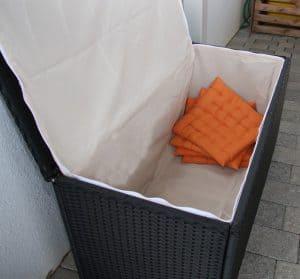 baúl de almacenamiento abierto