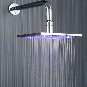 alcachofa de ducha con lluvia de agua