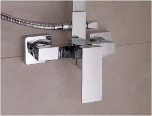 grifo de una columna de ducha