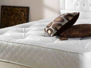 colchón con cojines