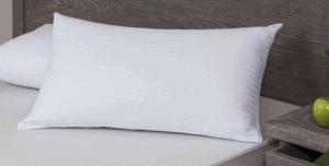 almohada sobre una cama