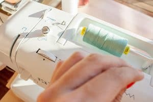 hilo de una máquina de coser