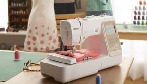 máquina de coser compacta