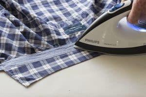 planchar el cuello de la camisa