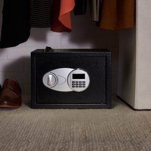 caja fuerte en el armario