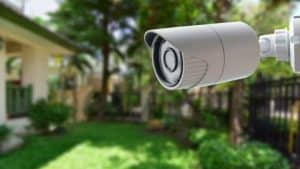 cámara de vigilancia en el exterior