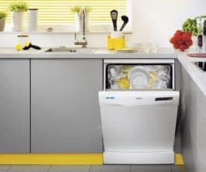 lavavajillas en un rincón de la cocina