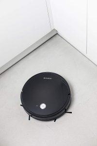 robot NETBOT de IKOHS en el suelo