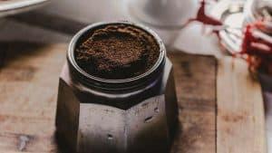 café molido en cafetera italiana