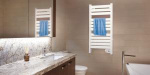 toallero eléctrico en un baño