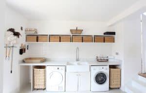 habitación con lavadora y secadora