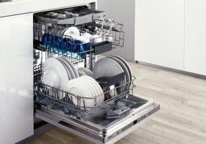lavavajillas abierto lleno