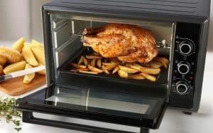 pollo cocinado en un mini horno