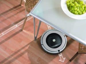 robot aspirador aspirando