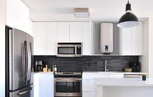 termo eléctrico en cocina moderna