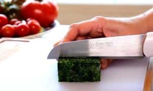 cortar tofu con un cuchillo de cocina
