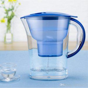 jarra de agua con filtro moderna