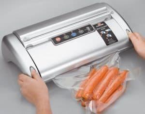 zanahorias en máquina de envasar al vacío