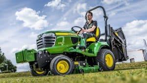 tractor cortacesped verde