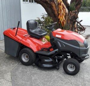 tractor cortacesped rojo y negro