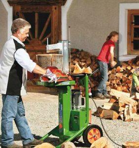 cortador de leña verde