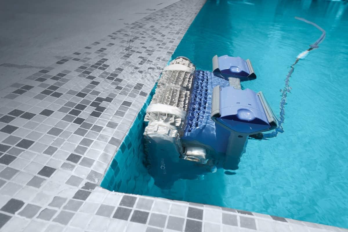 robot de piscina en marcha