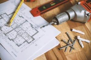 taladro inalámbrico y herramientas