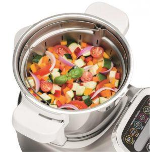 robot de cocina con alimentos