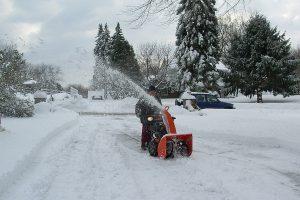 soplador de nieve naranja