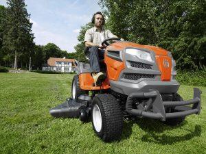 tractor cortacesped naranja