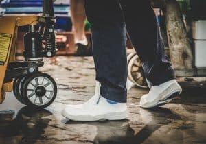 calzado de seguridad blanco