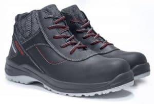 un par de calzado de seguridad