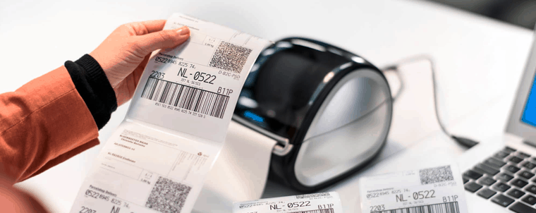 impresora de etiquetas imprimiendo