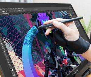 persona usando una tableta gráfica a color