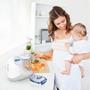 persona cocinando con un babycook