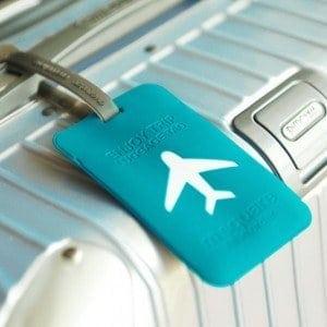 etiqueta de maleta azul con avión