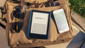 lector electrónico de libros y móvil