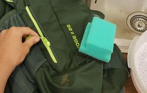 limpiar mochila verde