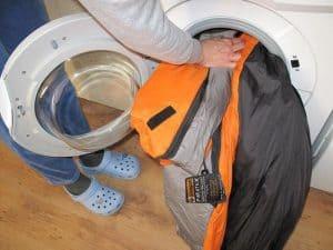 lavar un saco de dormir