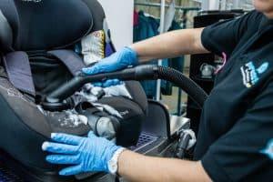 limpiar una silla de coche para bebé
