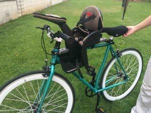 silla para bebé para bicicleta en una bici