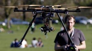 dron con cámara grande