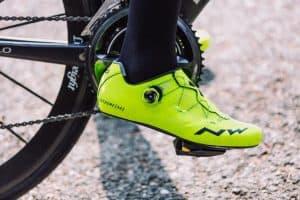 zapatillas de ciclismo amarillas