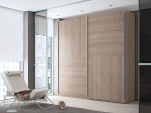 armario con puerta corredera marron