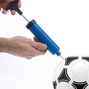 inflar un balón de fútbol