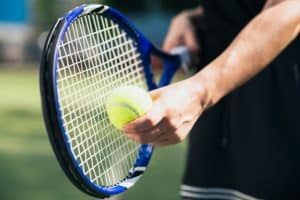 raqueta de tenis azul