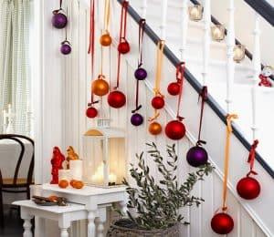 escalera decorada de Navidad