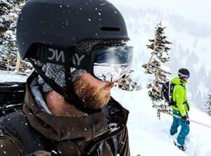 casco de esquí negro