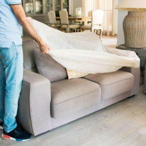 poner funda para sofá