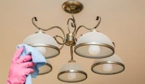 limpiar una lámpara de salón